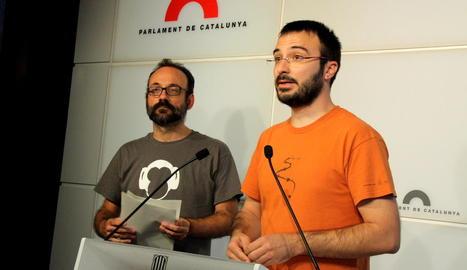 Els diputats de la CUP Benet Salellas i Albert Botran, ahir al Parlament de Catalunya.
