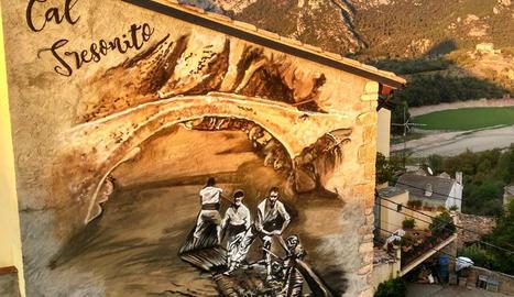 Cal Tresonito llueix aquest mural de Lily Brik dedicat als raiers.