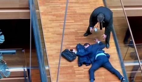 Imatge de Woolfe desplomat de la televisió ITV News.