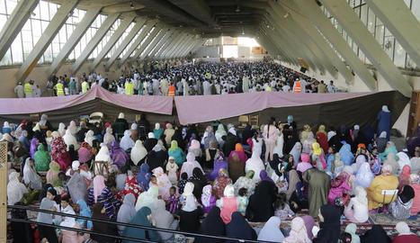 Imatge de l'últim rés del ramadà d'aquest juliol passat, que va congregar milers de fidels al Palau de Vidre.