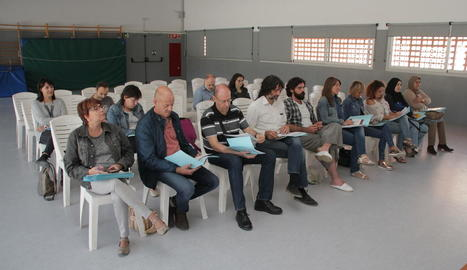 Elisa Solé, al centre a primera fila, al costat de diversos membres de la nova junta.