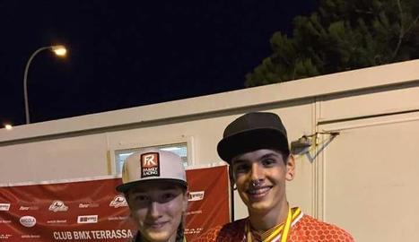 Griselda Artigas i Saül Conde, amb les medalles.