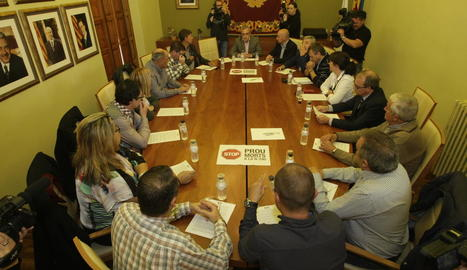 Representants de quinze ajuntaments i la Cambra de Comerç de Lleida ahir a les Borges.
