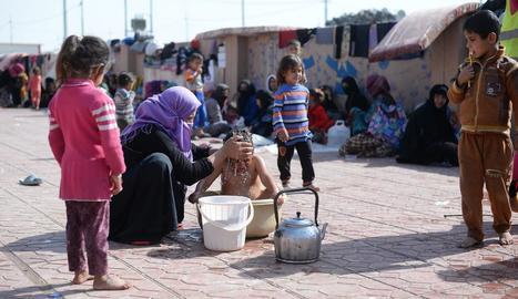 Desplaçats per l'ofensiva sobre Mossul al camp de refugiats Dibaga, als afores d'Irbil.