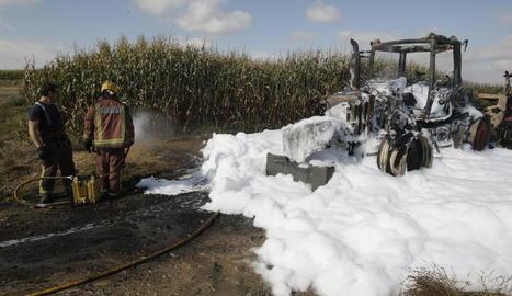 Estat en el qual va quedar el tractor després de ser devorat per les flames.