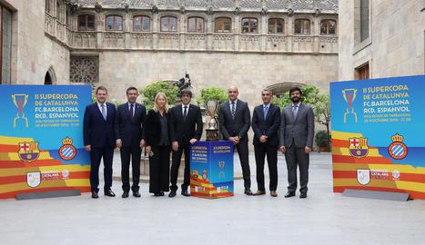 Foto de família de la presentació de la Supercopa al Palau.