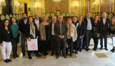 Imatge dels participants, ahir, a la visita per l'ajuntament de Lleida.