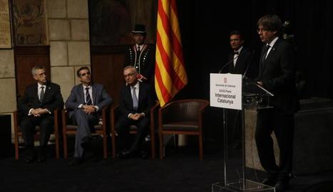 El president de la Generalitat, Carles Puigdemont, va agrair el treball dels tres guardonats.