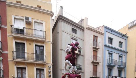 Els Castellers de Lleida, en el moment de culminar el 4 de 8.