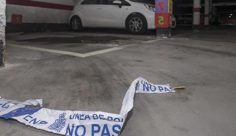 Interior del garatge de Burgos on es va produir l'assassinat d'una dona de 50 anys.