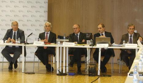 Antoni Brufau, al centre, va presidir el comitè executiu i el consell general de GlobaLleida.