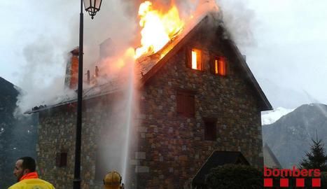 Imatge d'arxiu d'un incendi a Taüll.