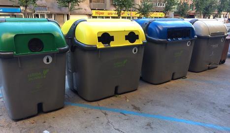 Comença la renovació de 400 contenidors i la seua unificació en illes amb totes les fraccions de reciclatge