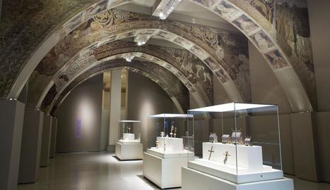 Sala del MNAC que alberga les pintures originals de Sixena.