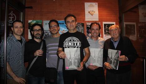 Alguns dels responsables de la revista 'Arts', ahir abans de la presentació al Cafè del Teatre.