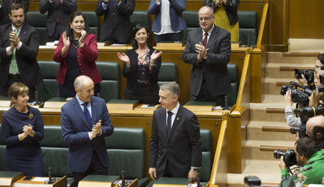 Urkullu és aplaudit pels diputats al ser reelegit.