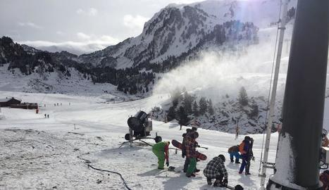Més de mil esquiadors estrenen la temporada a Baqueira i les estacions de nòrdic de Lles, Tuixen-La Vansa i Sant Joan de l'Erm