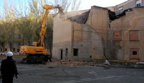 Les obres d'enderroc de l'edifici de Magisteri aquest dijous.