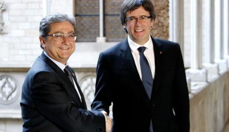 Enric Millo i Carles Puigdemont, ahir al Palau de la Generalitat de Barcelona.