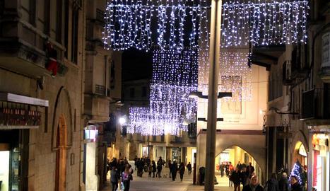 Tàrrega obre la il·luminació nadalenca, repartida en vuit carrers i places