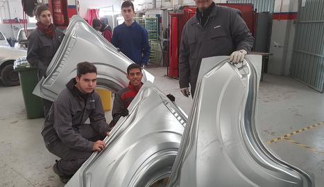 Més material per a pràctiques d'automoció a l'institut Caparrella