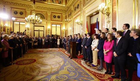 """Ana Pastor ■ La presidenta del Congrés, Ana Pastor, va advertir ahir que no es pot substituir la Constitució per cap altra de """"pensada només per i per a alguns""""."""