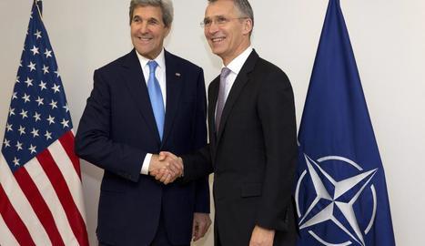 John Kerry, amb el secretari general de l'OTAN, Jens Stoltenberg.