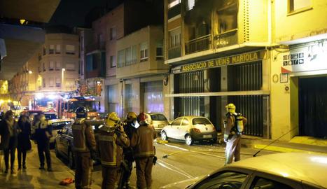 Diversos ferits en un incendi d'un pis a la Mariola