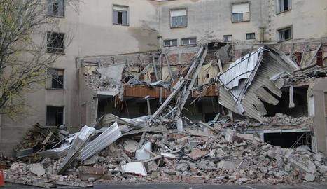 La part de l'edifici de Magisteri que ja està enderrocada.