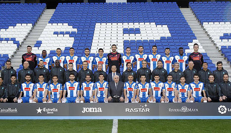 Chen Yansheng va presidir la foto oficial de la temporada de l'Espanyol.