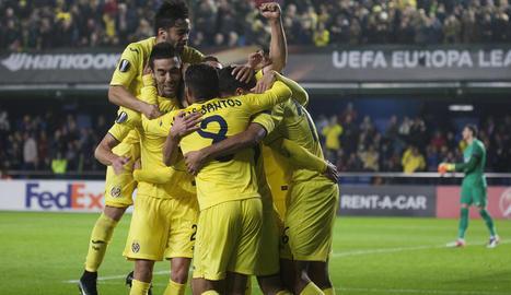Els jugadors del Vila-real celebren el gol marcat per Trigueros.