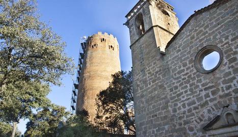 Les bastides que s'han instal·lat a la torre per poder fer els treballs de consolidació.