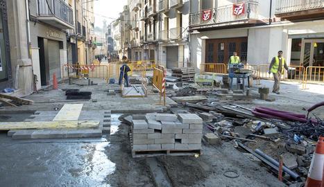 Les obres del carrer General Güell de Cervera estan en la recta final per obrir-lo demà.