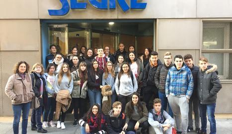 Foto de grup a la porta de SEGRE.