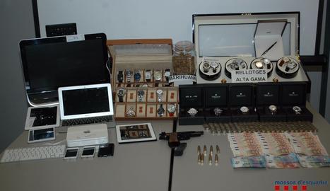 Material intervingut pels Mossos a l'arrestat.