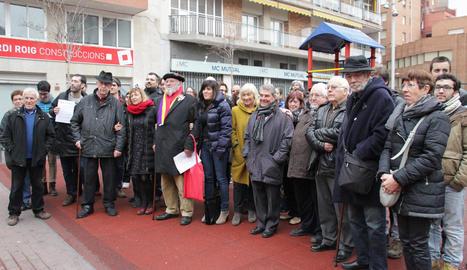 Una trentena de representants sindicals, polítics i d'entitats van acompanyar ahir Rosa Peñafiel.