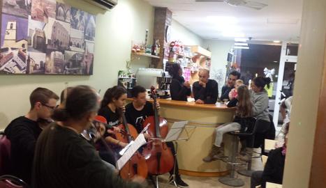 Concert en una pastisseria d'Albatàrrec
