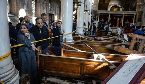 L'interior de la catedral copta del Caire, on un atemptat es va saldar amb 25 víctimes mortals.