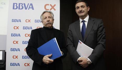 El Catedràtic Emèrit d'Economia Aplicada de la UAB, Josep Oliver, i el Director de Zona de BBVA a Lleida, Josep Lluis Martínez.