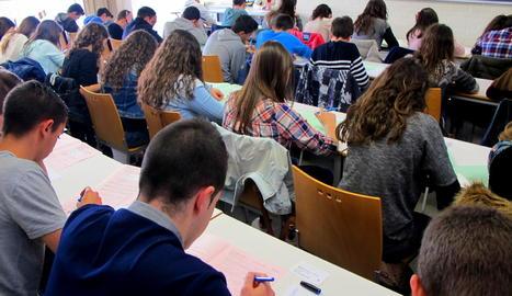 Alumnes realitzant les proves Cangur a la UdL