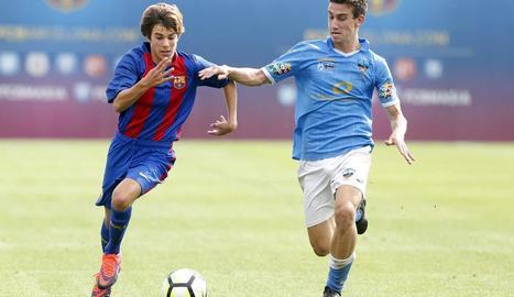 Marc Resa, en un partit de juvenils davant del Barça.