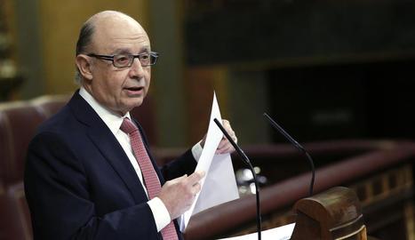 El ministre d'Hisenda, Cristóbal Montoro, va defensar ahir el paquet econòmic al Congrés.