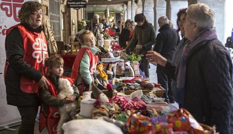 Estands de comerços locals al centre de Guissona.