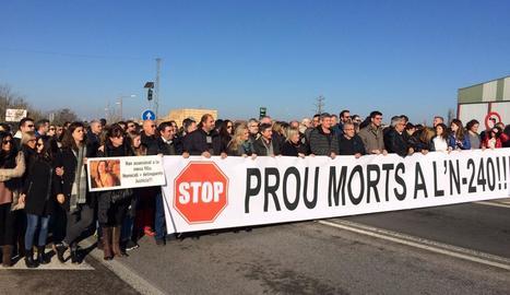 Unes dos-centes persones exigeixen a Juneda solucions per a la N-240