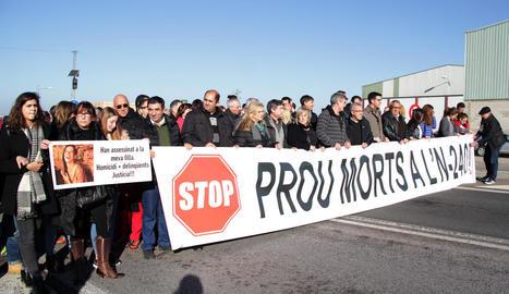 Imatge de la protesta, en què va tornar a participar la família de l'última víctima mortal.