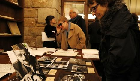 Fotos i manuscrits de Vázquez Montalbán, a la vista del públic.