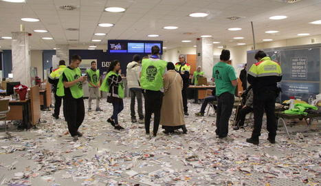 La PAH okupa una oficina d'una entitat bancària de Rambla Ferran per exigir la condonació d'un deute