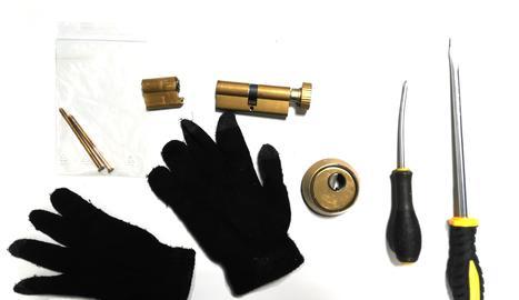 Material intervingut pels agents als dos detinguts.