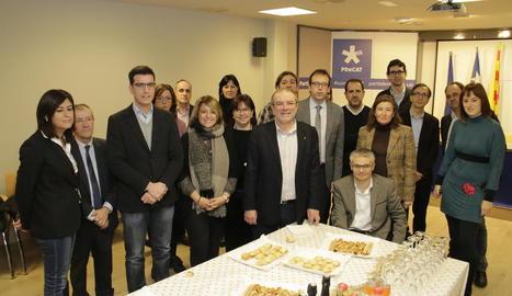 Representants del partit a Lleida, durant la torronada d'ahir.