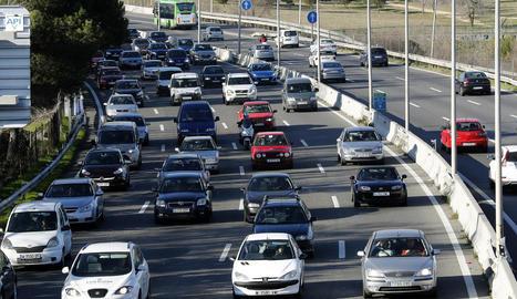 Vista de vehicles ahir a l'N-II sortint de Madrid.